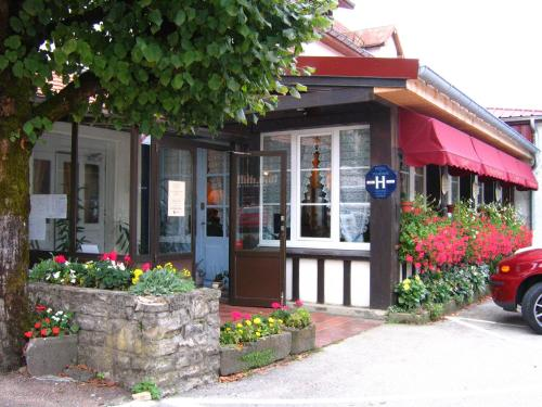 Hotel Restaurant Barrey : Hotel near Fuans