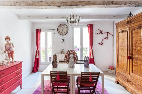 La Maison du Jardin de L'Ange - Chambre d'Hotes : Guest accommodation near Aumes