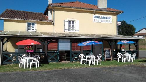 Auberge la marchadaine : Bed and Breakfast near Chabrac