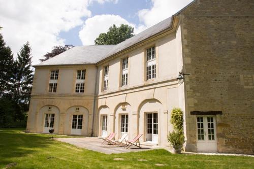 Château de Tilly-sur-Seulles : Guest accommodation near Saint-Agnan-le-Malherbe