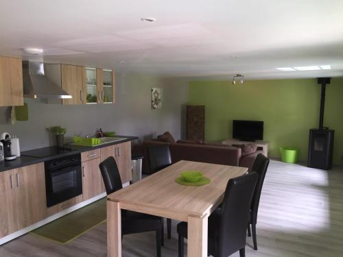 A la Ferme Bleue : Apartment near Combrimont