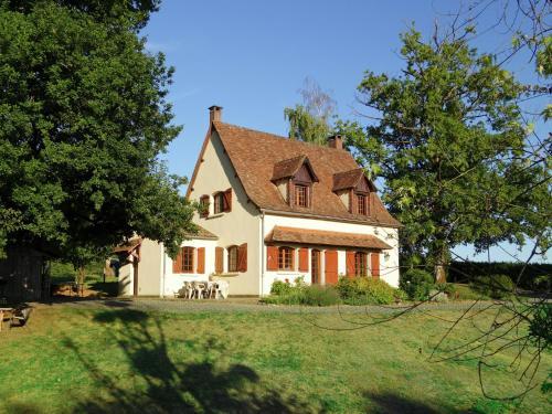 Les Vieux Chênes : Guest accommodation near Firbeix