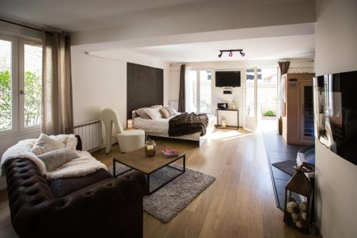 Suite and Spa : Apartment near Daix