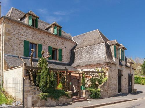 Holiday Home Coubjours 14P : Guest accommodation near La Chapelle-Saint-Jean