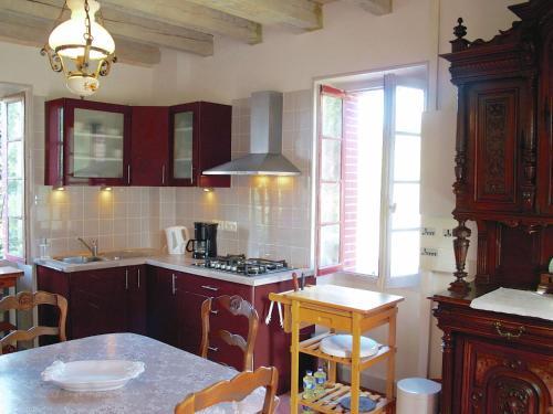 Les Deux Tourterelles Rouge Près De Dordogne : Guest accommodation near Firbeix