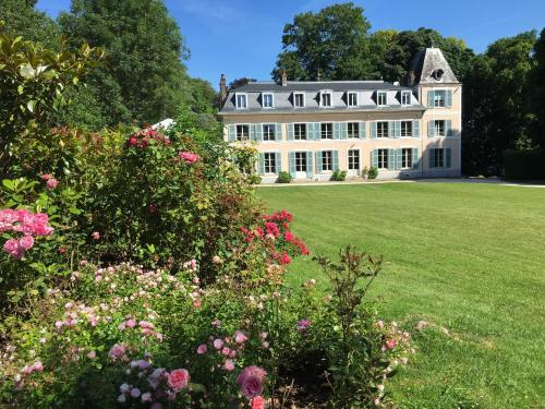 Château d'Amécourt : Bed and Breakfast near Vrocourt