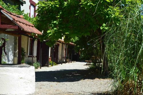 Le Quereau Cottages : Guest accommodation near Pioussay