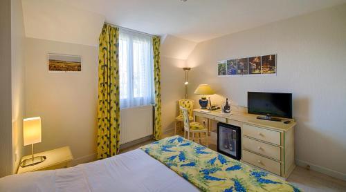Logis Hotel Auberge du Lac : Hotel near Plaines-Saint-Lange