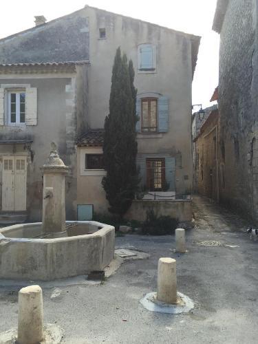 la maison sur la place : Guest accommodation near Céreste