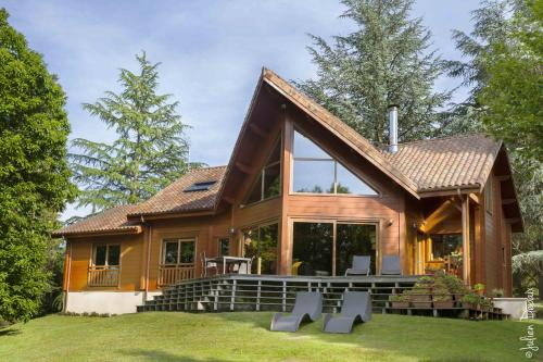 Chambres d'Hôtes Le Chalet : Bed and Breakfast near Les Cars