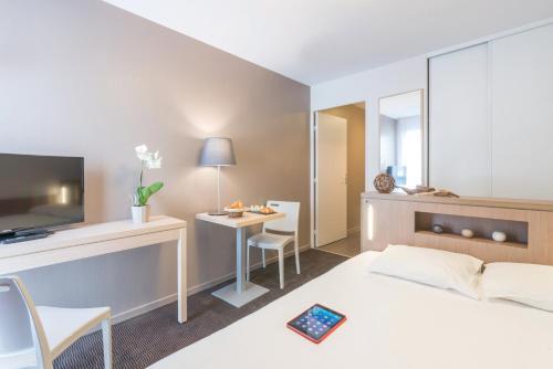 Appart'City Nantes Quais De Loire : Guest accommodation near Bouguenais