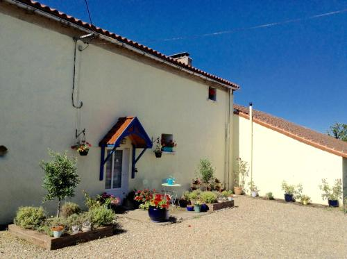 Bed and Breakfast at The Ginger Cat Brewery : Bed and Breakfast near Nérignac