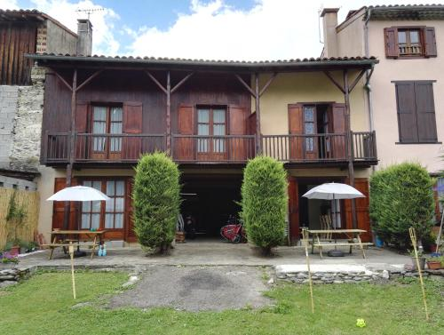 Le rouge Robin : Guest accommodation near Villeneuve-d'Olmes