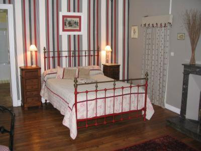 La Belle Charmeuse : Bed and Breakfast near Saint-Angeau