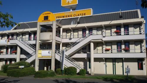 Premiere Classe Cambrai Proville : Hotel near Séranvillers-Forenville