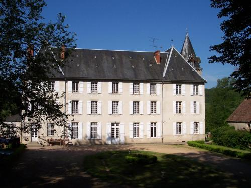 Château de Poussignol : Bed and Breakfast near Saint-Saulge