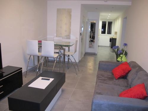 Appartement Les Mimosees : Apartment near Saint-Laurent-du-Var