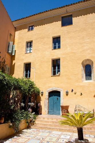 Maison Saint Louis avec Jacuzzi : Bed and Breakfast near Carnoules