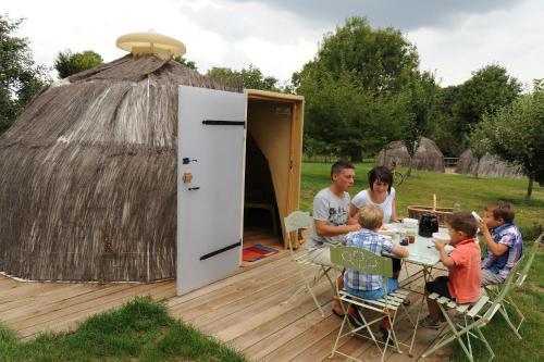 Le Camp des Trappeurs : Guest accommodation near Le Beugnon
