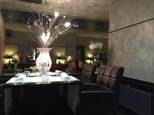 Hotel Restaurant Les Arcades : Hotel near Bellaing