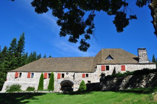 Domaine du Lac Ferrand : Hotel near Saint-Andéol-de-Fourchades