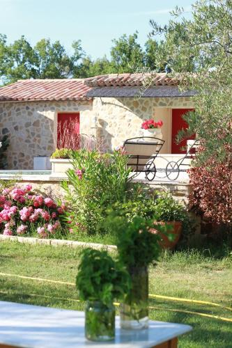 La Demeure De Fanette : Bed and Breakfast near Varages
