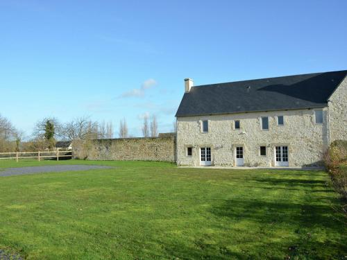Holiday Home Grange : Guest accommodation near Maisons