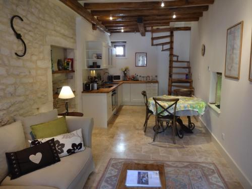 The Mews : Apartment near Saint-Aubin