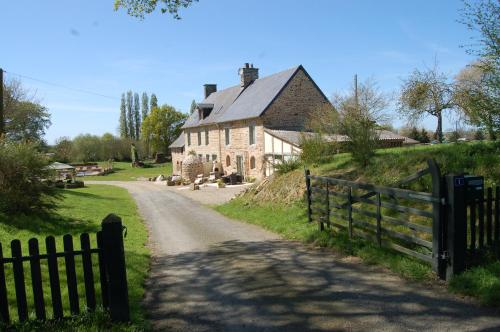 Bijoux Gite : Guest accommodation near Saint-Georges-de-Reintembault