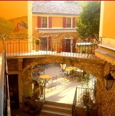 Hotel l'Oronge : Hotel near Peyrolles