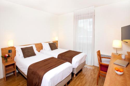 Séjours & Affaires Rennes Longs Champs : Guest accommodation near Liffré