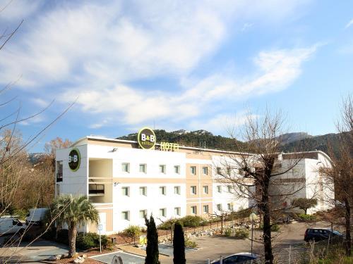 B&B Hôtel Marseille La Valentine : Hotel near Plan-de-Cuques