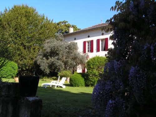 A L'Olivier : Bed and Breakfast near Lamothe-Montravel