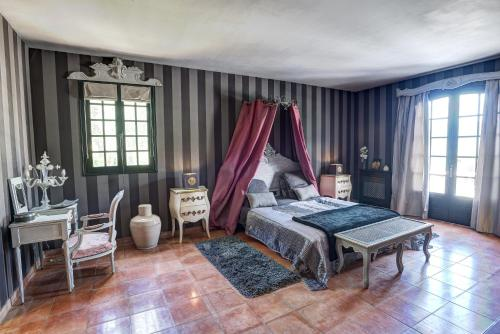 Mas de Provence en Riviera : Guest accommodation near Toudon