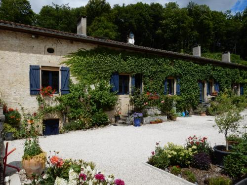 La Vallotte : Bed and Breakfast near Saint-Urbain-Maconcourt
