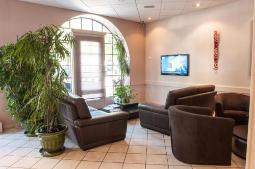 Hotel du Parc-Restaurant - Le Rouget de Lisle : Hotel near Le Planois