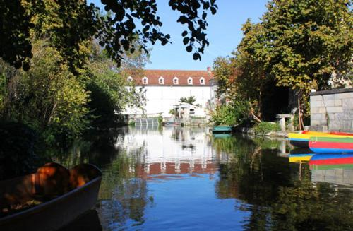 Le Moulin de Bassac : Bed and Breakfast near Triac-Lautrait