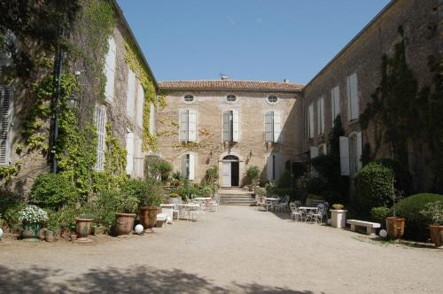 Château Moussoulens : Guest accommodation near Pezens