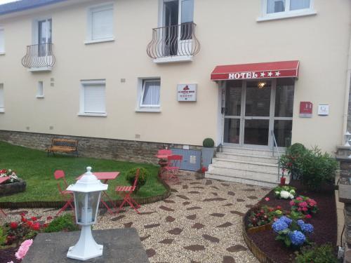 Le Chapeau Rouge : Hotel near Condé-sur-Sarthe