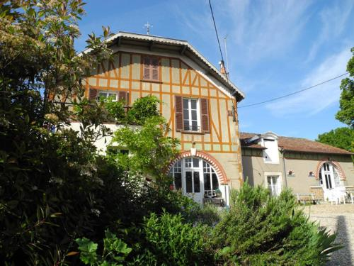 Le Clos de la Fontaine : Bed and Breakfast near Anjouin