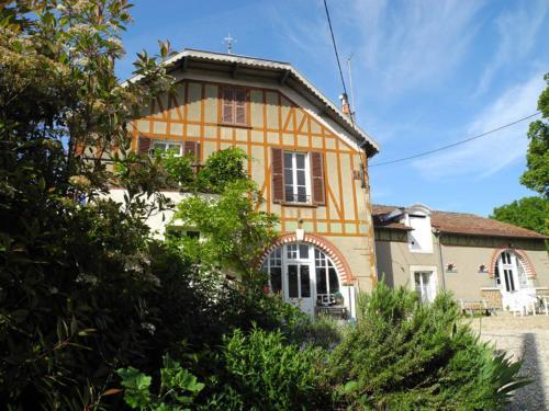 Le Clos de la Fontaine : Bed and Breakfast near La Chapelle-Saint-Laurian