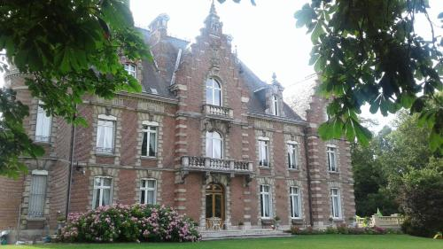 Château des marronniers : Bed and Breakfast near Vaux-sur-Somme