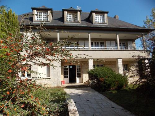La Grande Maison a Bleneau : Guest accommodation near Escrignelles