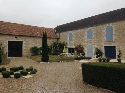 Les Clos Bleus : Bed and Breakfast near Yversay