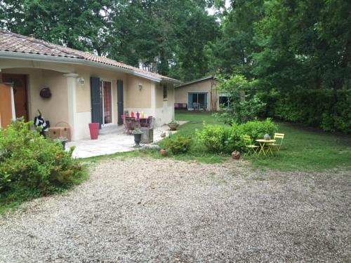 La maison de caroline : Bed and Breakfast near Salles