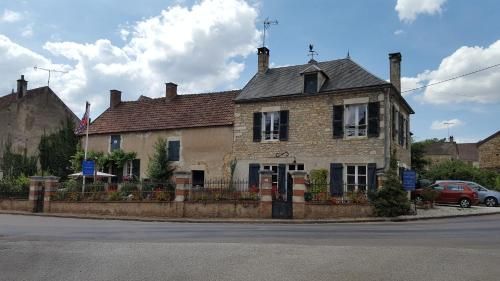 Gîte de Fontenille : Bed and Breakfast near Merry-sur-Yonne