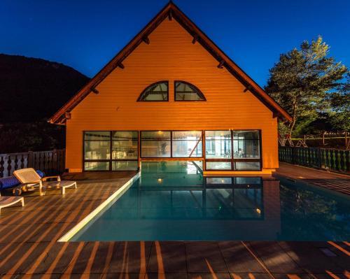 Résidence Mona Lisa Les Trois Vallées : Guest accommodation near Ancizan