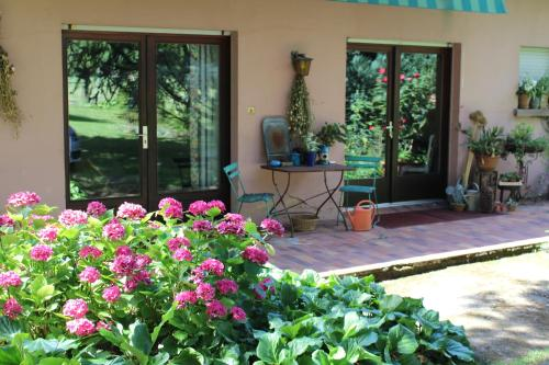 Dans le Jardin de Marie : Bed and Breakfast near Rosteig