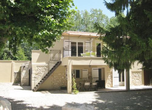Gîtes Mas la Mounine : Guest accommodation near Orgon