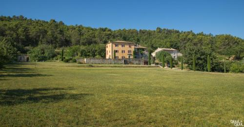 B&B La Bastide Desmagnans : Bed and Breakfast near Lacoste